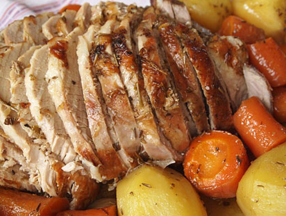 Χοιρινό ψητό με σκόρδο και δεντρολίβανο